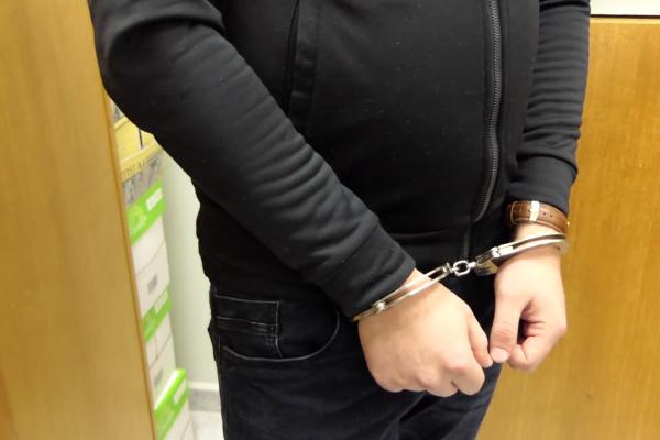 Арестуваха мъж в столичното метро, не носил маска