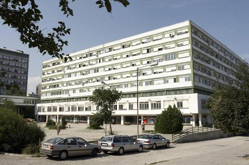 Трагедия в Бургас! Мъж с COVID-19 скочи от 8-мия етаж на болница и почина