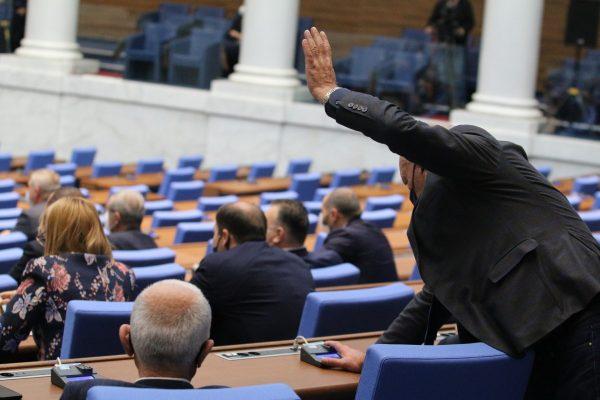 Депутатите решиха: Нито Велико народно събрание, нито конституция