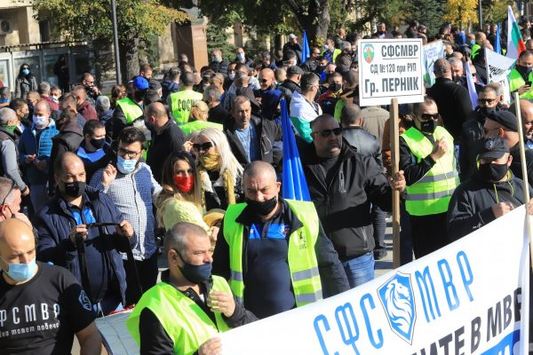 Полицаите отново на протест, искат 30% увеличение на заплатите