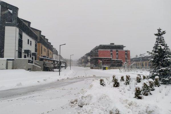 Полъхът на зимата! Сняг заваля в София и други градове