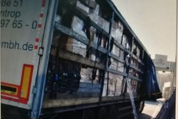 """Откриха 7 нелегални мигранти в камион за новогодишни играчки на """"Кулата"""""""