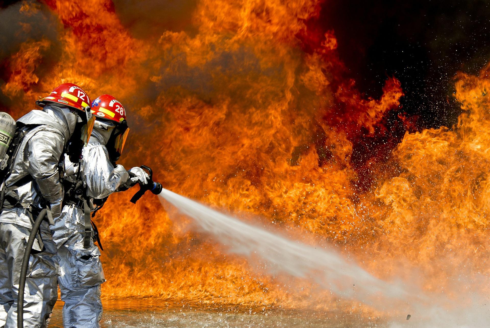 Пожар изпепели две къщи край Сандански