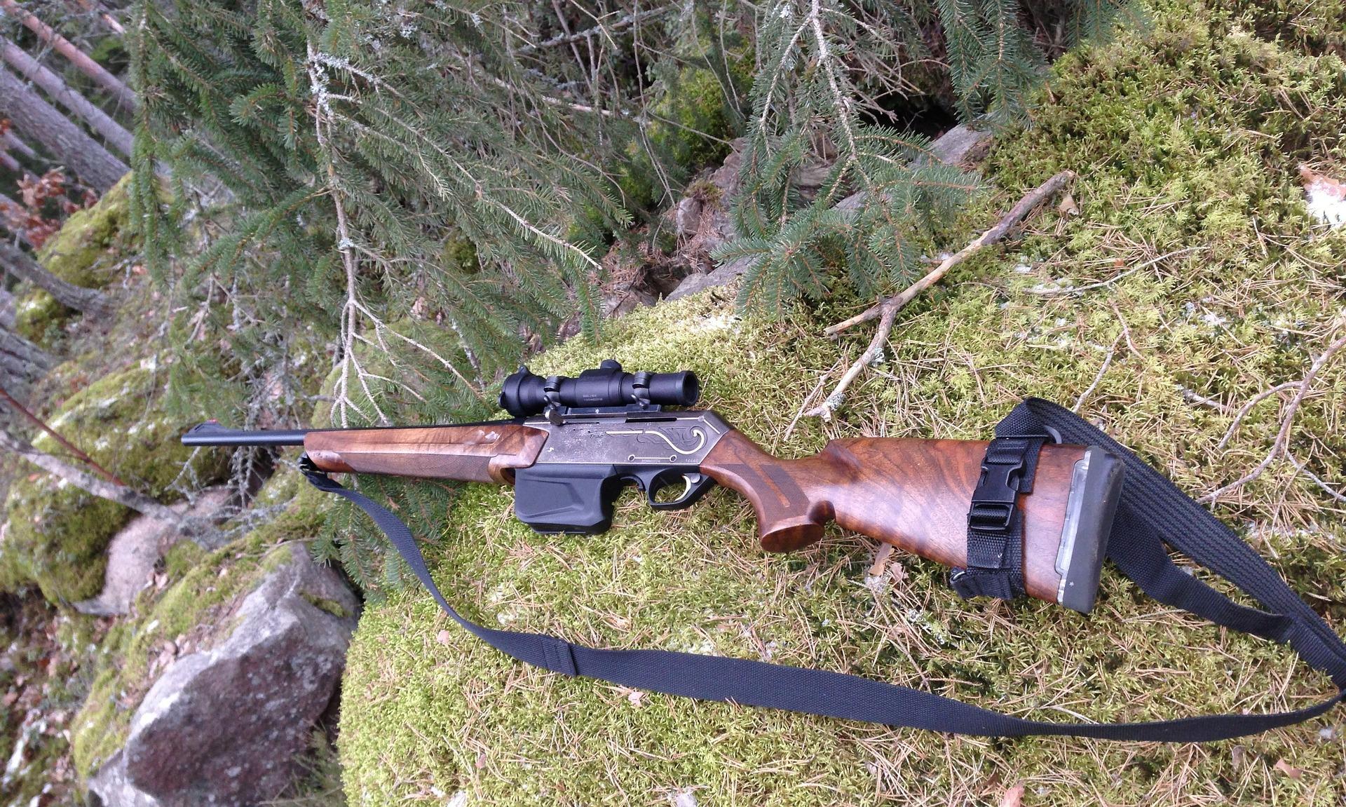 Инцидент в гората! Ловец се простреля край Симитли