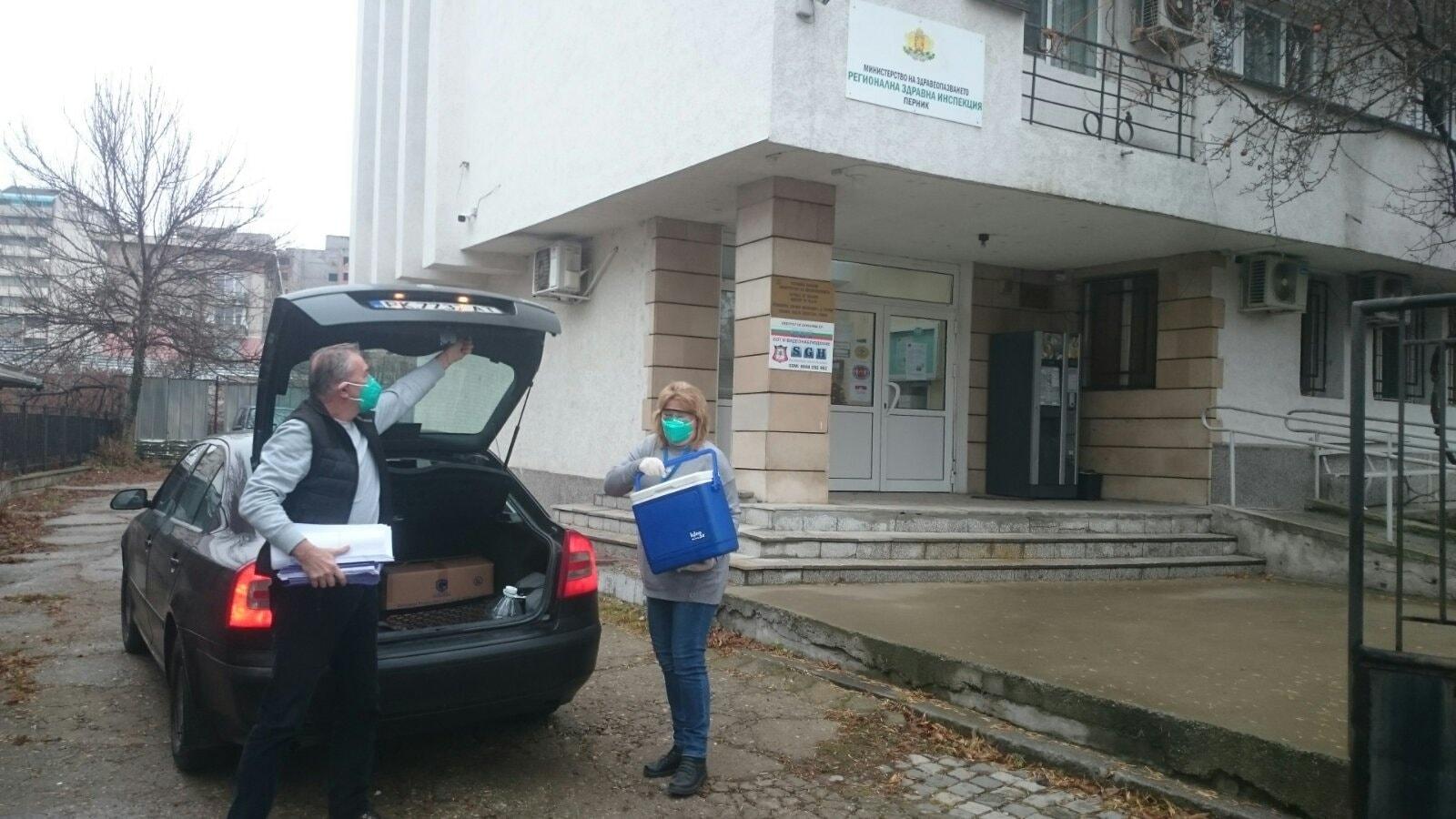 Ваксини за 100 души пристигнаха в Перник