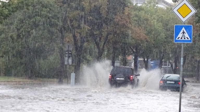 Порой наводни мазета на къщи в Сливен