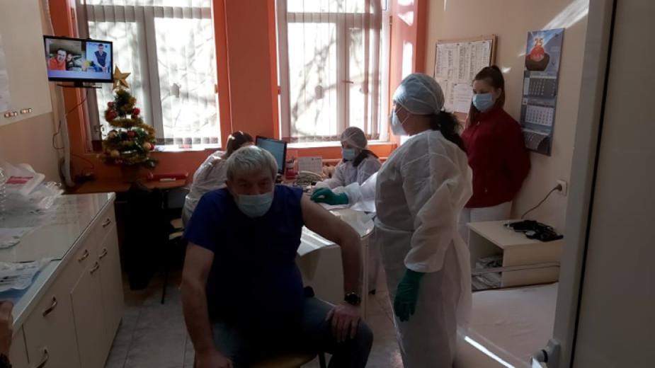 Първата ваксинация в Пиринско вече е факт! Д-р О. Митев вече е имунизиран срещу коронавирус