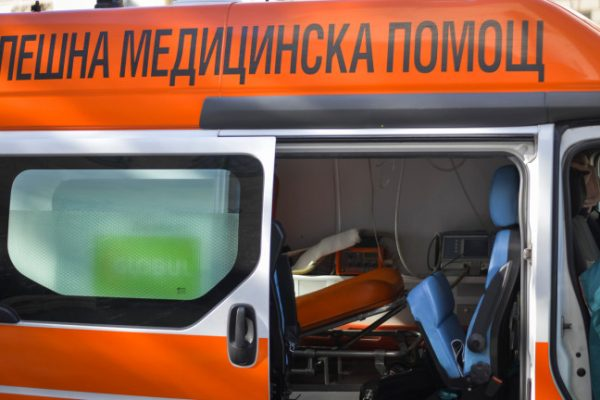 Катастрофа пред пункт на КАТ в Благоевград, пострадаха майка и бебе
