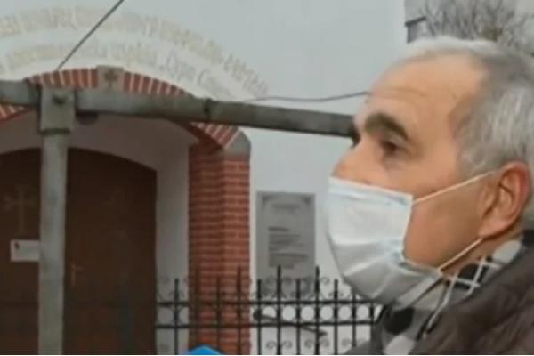 Абсурд в Пазарджик: Прашки и сутиени висят пред храм