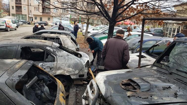 Огнена стихия в Благоевград: Изгоряха 9 коли