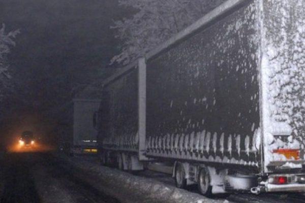 Закъсали ТИР-ове затвориха пътя Русе – София