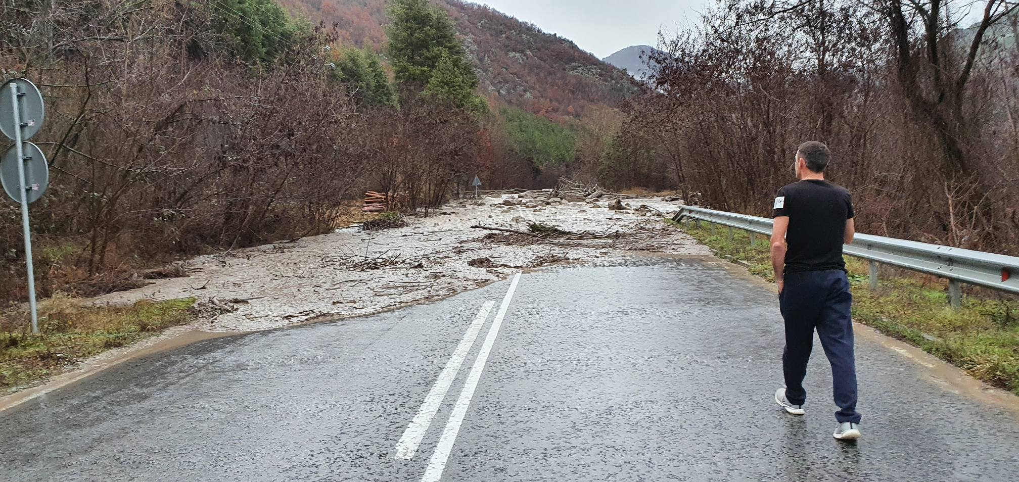 Свлачища затвориха пътя от Банско за Гоце Делчев и за Брезница, река Места прекъсна пътя за Хаджидимово