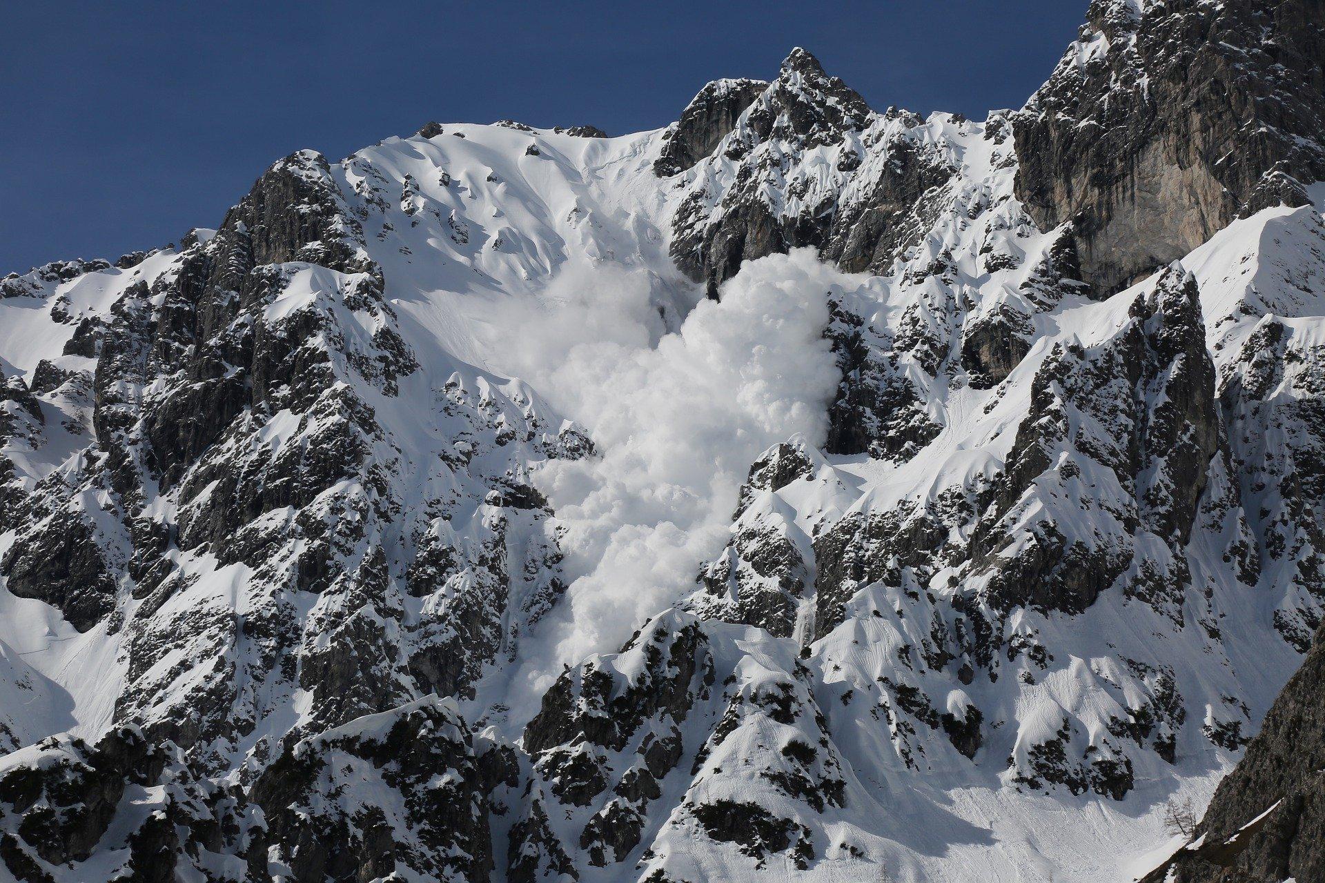 Сноубордист загина след падане на лавина над Банско